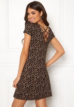 ONLY Bera Back Lace S/S Dress Black/Leo Print Bubbleroom.eu