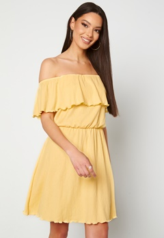 BUBBLEROOM Eliza offshoulder dress Light yellow Bubbleroom.eu