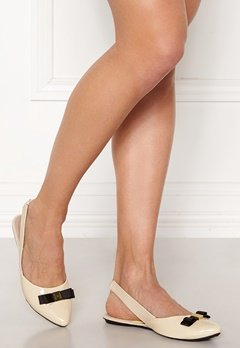 Butterfly Twists Maren Shoes Cream/Black Patent Bubbleroom.eu