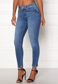Pieces Delly Crop Slit Jeans Medium Blue Denim Bubbleroom.eu