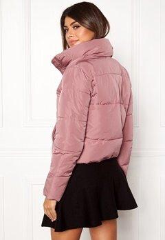 Jacqueline de Yong Erica Short Padded Jacket Nostalgia Rose Bubbleroom.eu