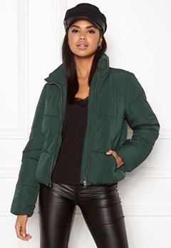 Jacqueline de Yong Erica Short Padded Jacket Ponderosa Pine Bubbleroom.eu