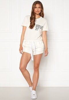 KENDALL + KYLIE K&K Active Turn Me On Shorts White Bubbleroom.eu