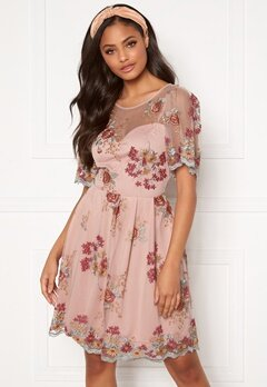 Moments New York Isolde Embroidered Dress Dusty pink Bubbleroom.eu