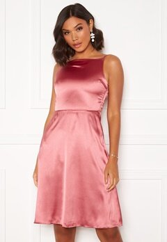 Moments New York Laylani Satin Dress Pink Bubbleroom.eu