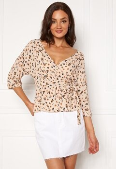 OBJECT Nelle 3/4 Wrap Top Sandshell AOP Bubbleroom.eu