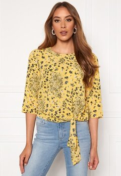ONLY Nova Lux 3/4 Knot Top Misted Yellow Bubbleroom.eu