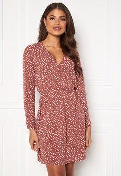 ONLY Nova Lux L/S Wrap Dress AOP Apple Butter Bubbleroom.eu