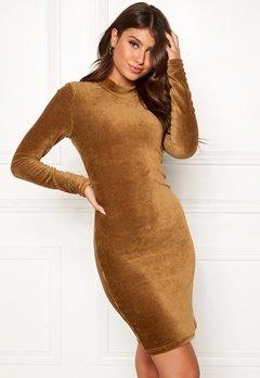 Pieces Indira LS T-Neck Dress Toasted Coconut Bubbleroom.eu
