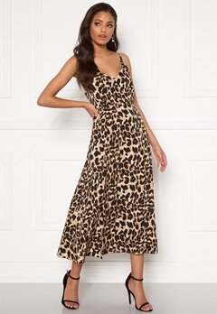 Sandra Willer X Bubbleroom Slit dress Leopard Bubbleroom.eu