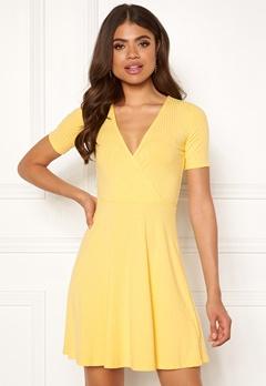 Sisters Point Pro-W Dress 600 Lemonade mig. Bubbleroom.eu