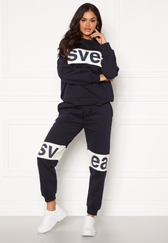 Svea 2 Col Big Svea Logo Sweat Pants 600 Navy Bubbleroom.eu