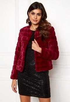VERO MODA Avenue Faux Fur Short Rumba Red Bubbleroom.eu