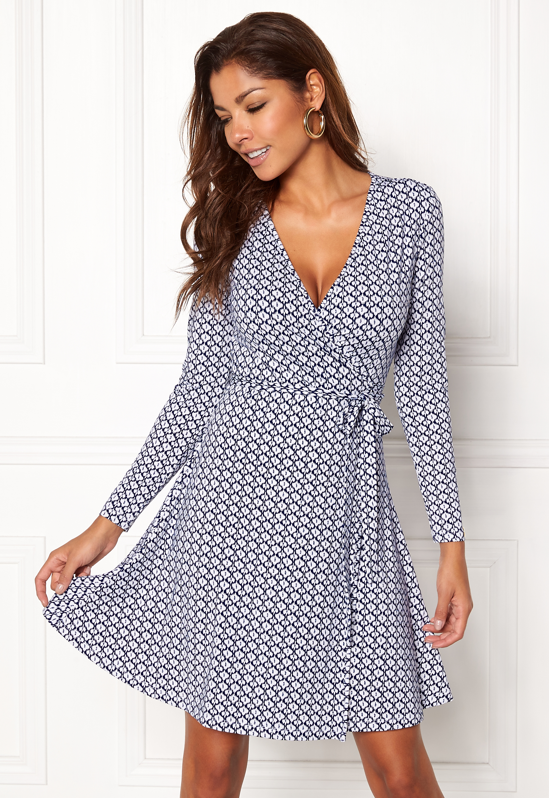 97c65d1f3d Chiara Forthi Sonnet Mini Wrap Dress Antique white   Blue - Bubbleroom