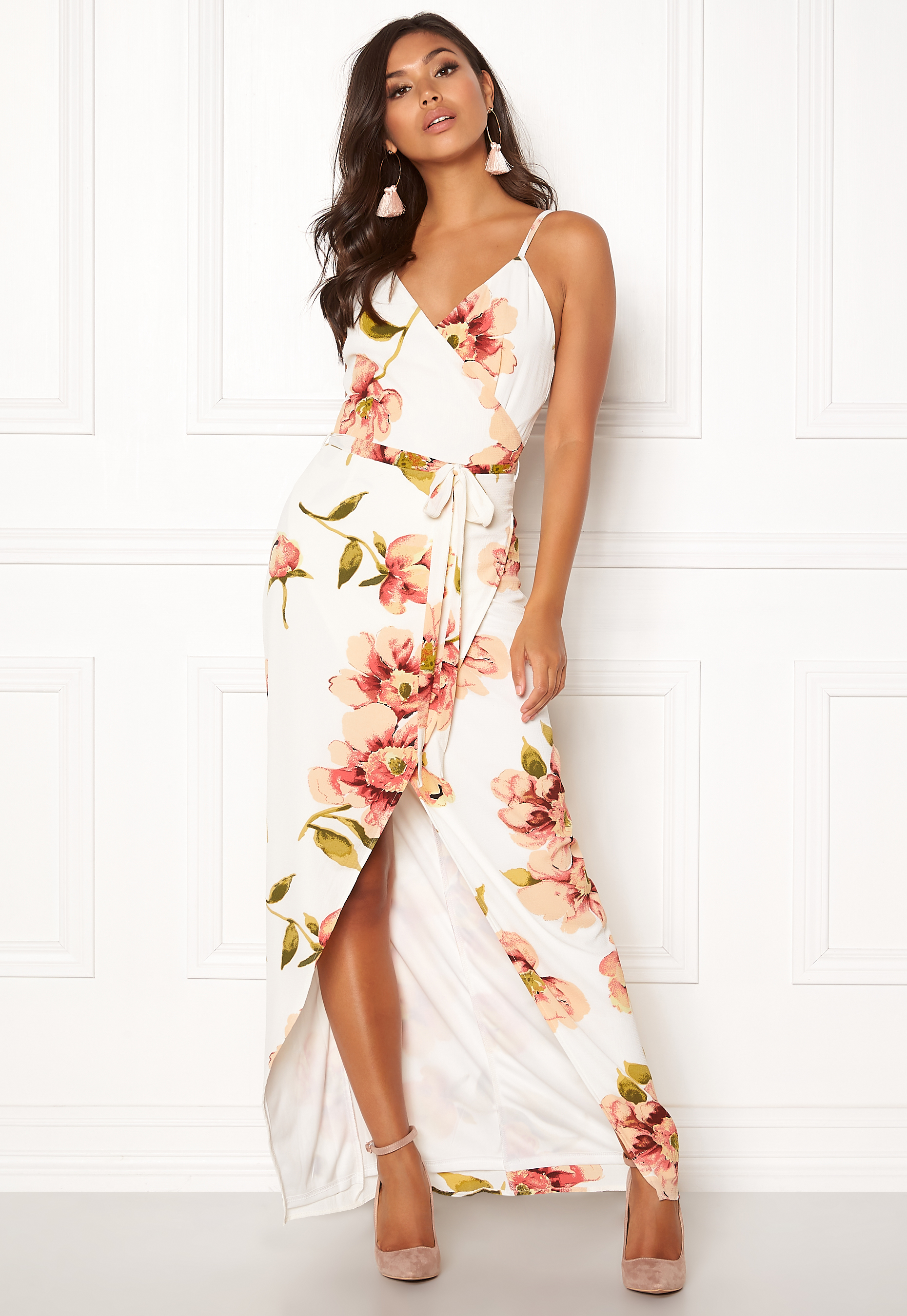 f9af8d4f9b8 Girl In Mind Mia Floral Wrap Maxi White - Bubbleroom