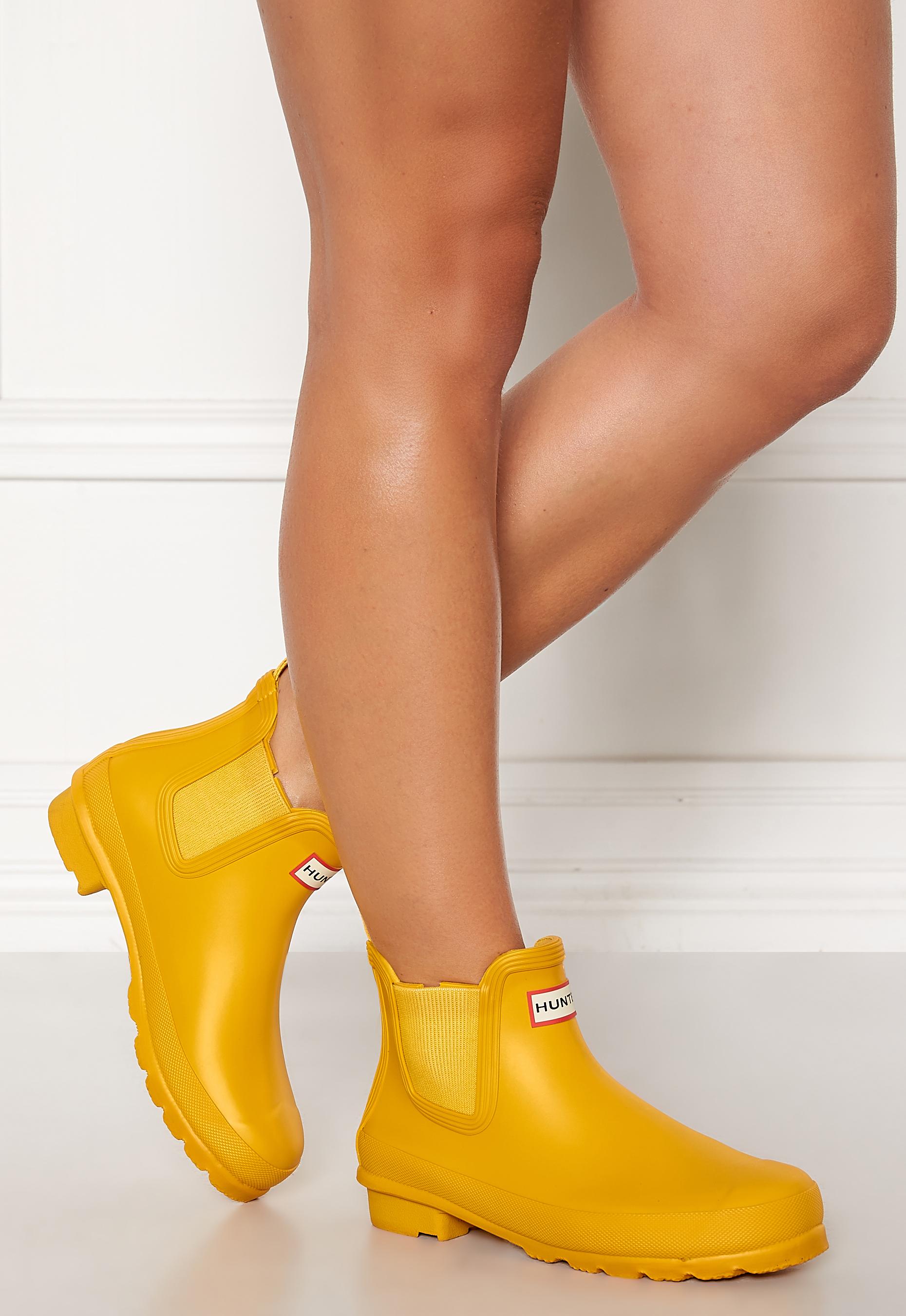 yellow hunter chelsea boots