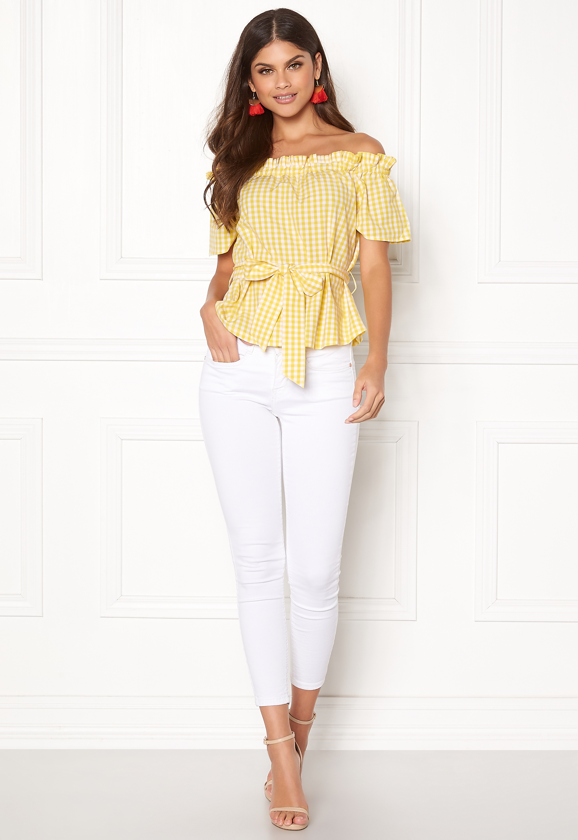 8ac77552323814 Make Way Kassey off shoulder top Light yellow   White   Checked ...
