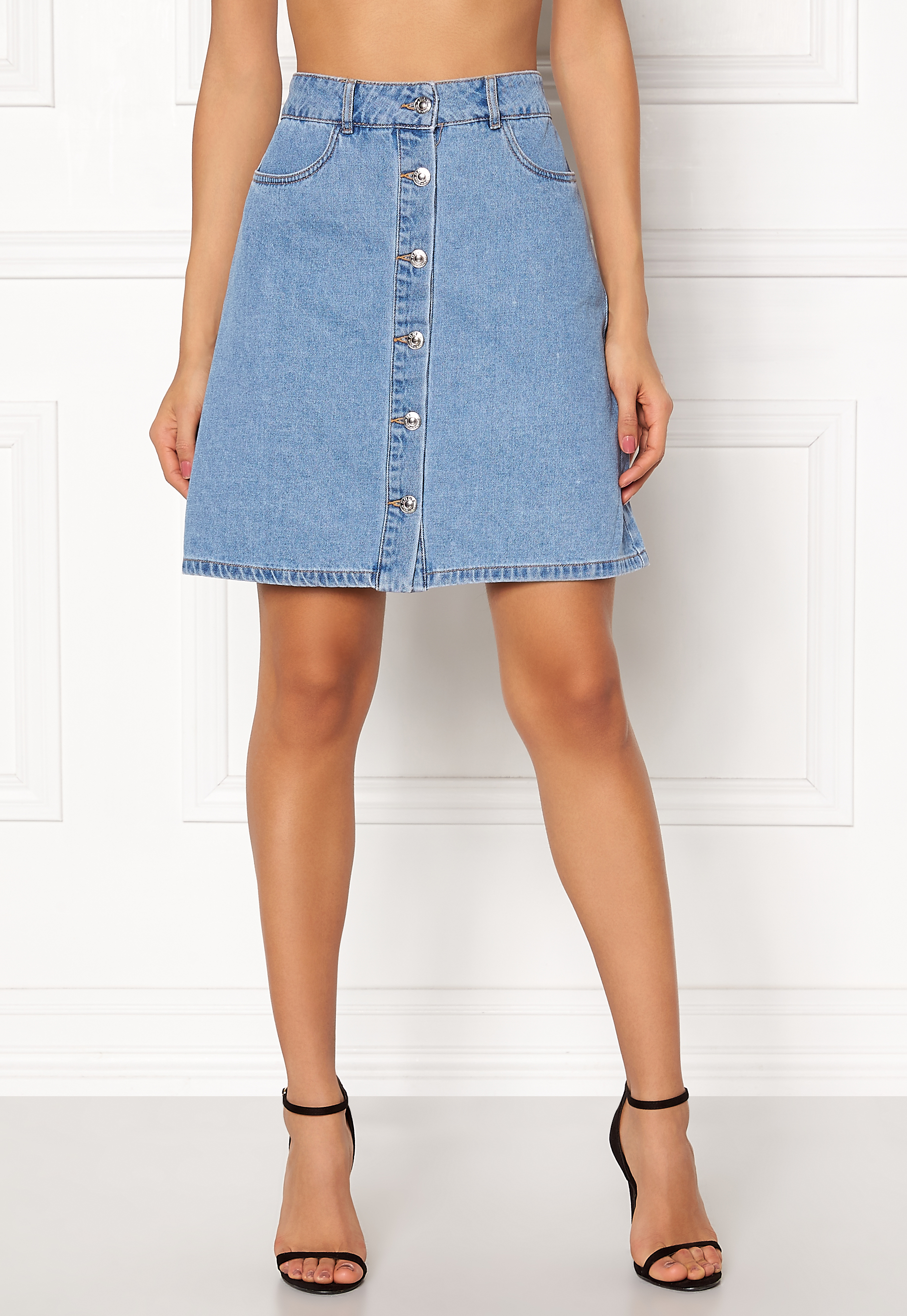 on feet images of entire collection big discount of 2019 ONLY Farrah Reg Denim Skirt Light Blue Denim - Bubbleroom