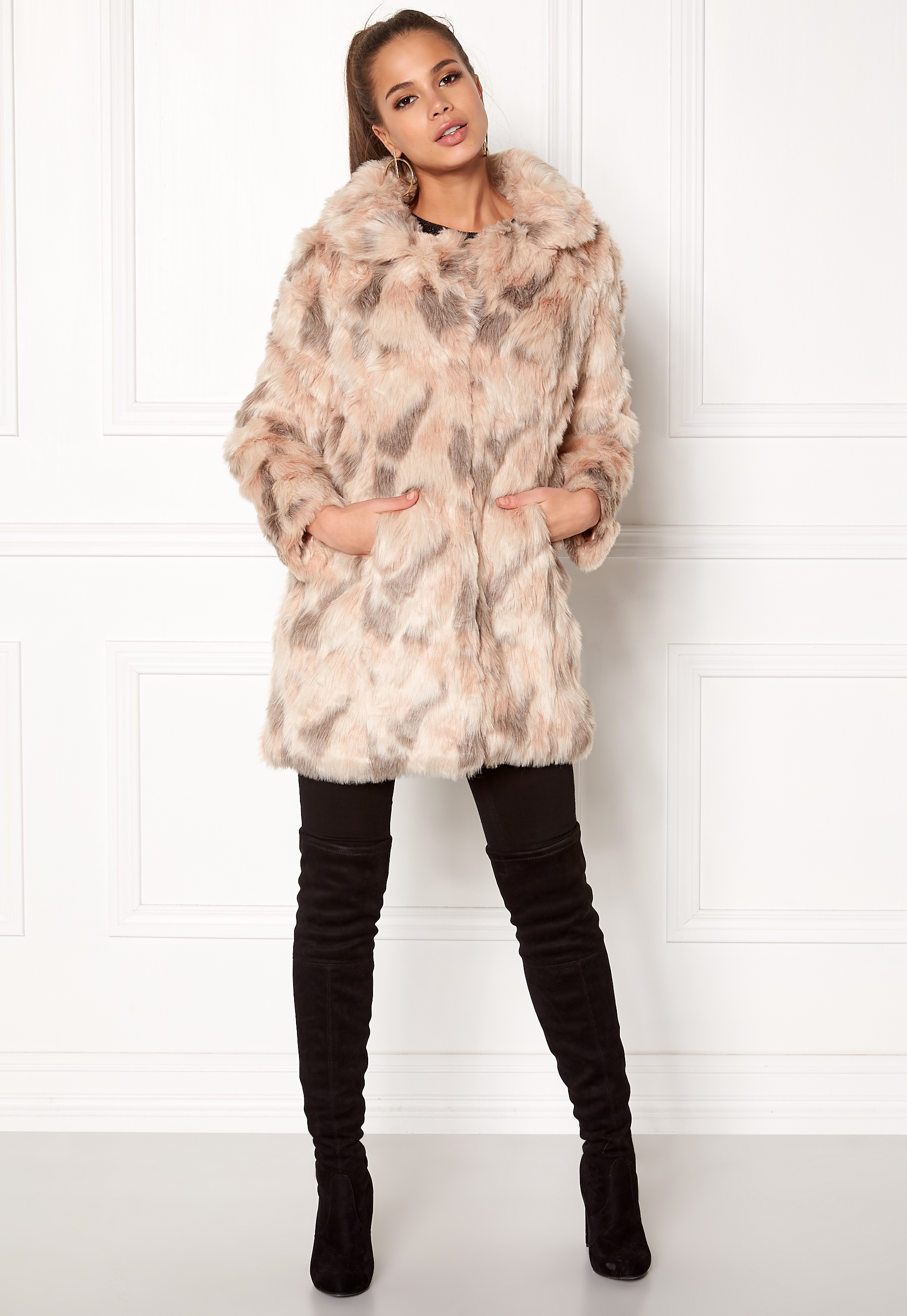 931671e27 QED London Abstract Faux Fur Coat Abstract Blush - Bubbleroom