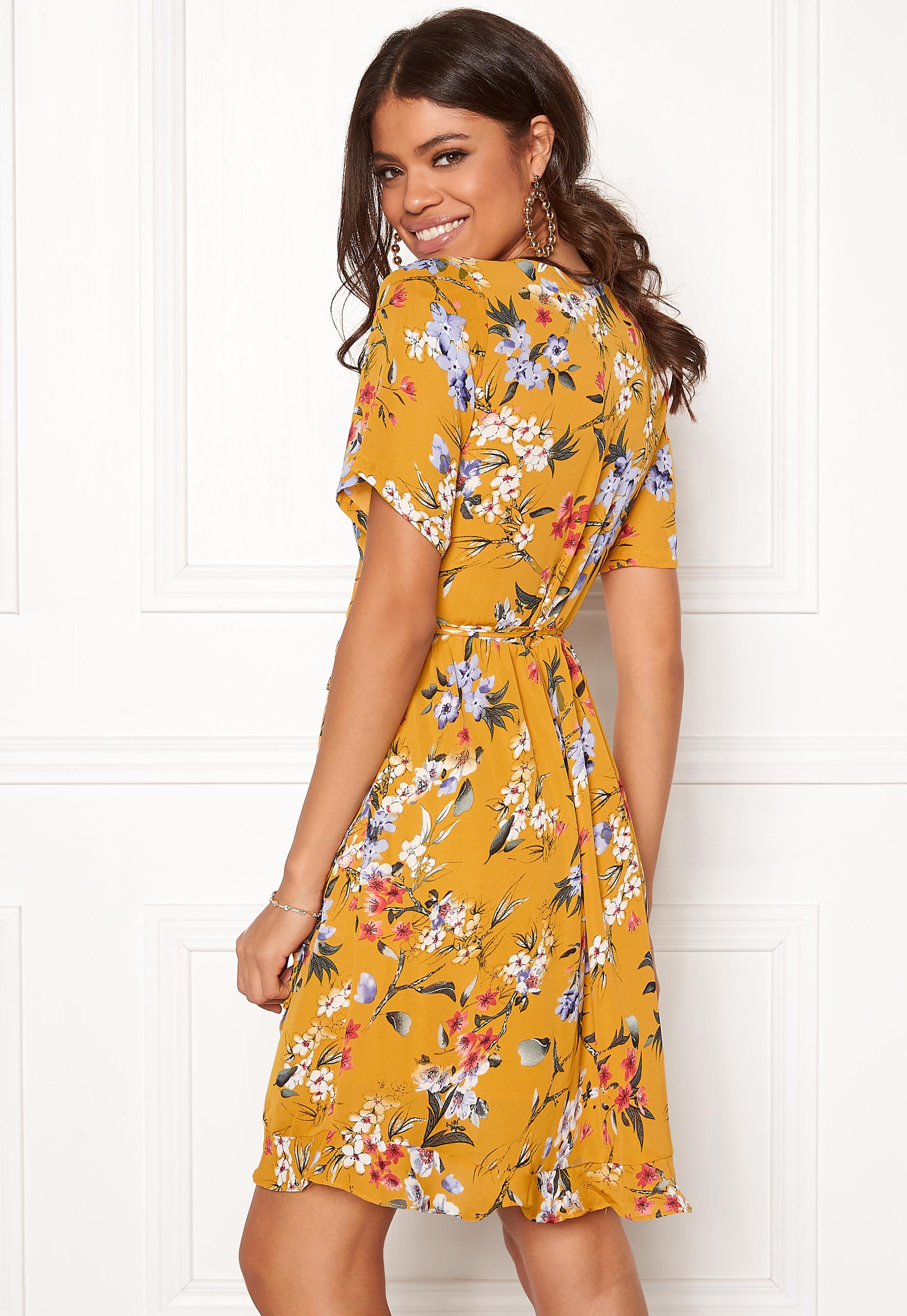 Rut   Circle Eleonor Wrap Dress Yellow Flower - Bubbleroom 67455d7dff