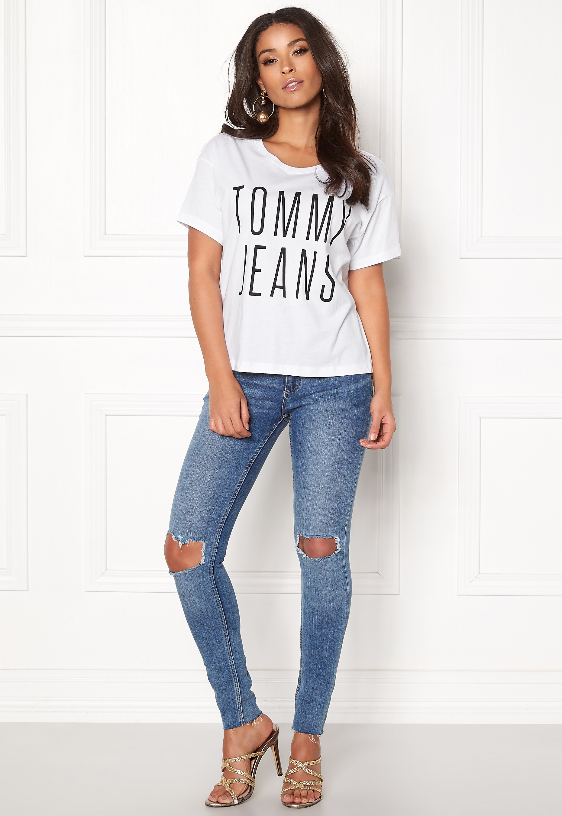4cb88bdb TOMMY JEANS Cropped Logo Tee 113 Bright White - Bubbleroom